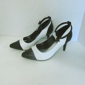 Black & White Heels Pointed Toe Ankle Strap 7W